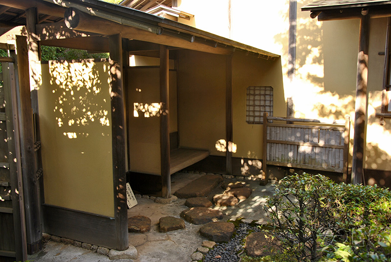 Soto-koshikake (covered arbor), Japan