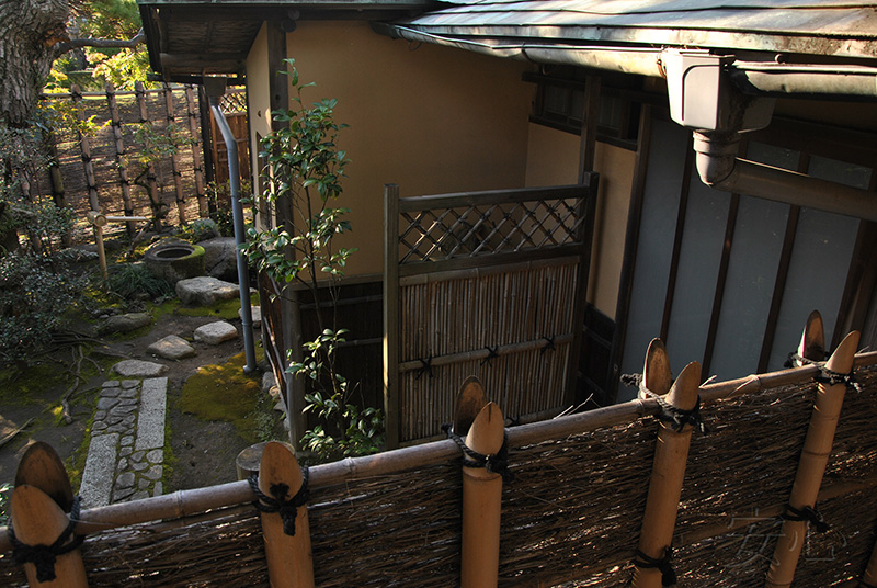 The entrance to the teahouse (nidzirigutti)