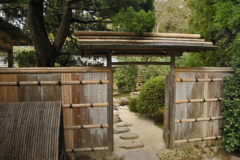 The gate, Japan (Hama-rikyu)